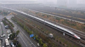 ​Longer Fuxing bullet train starts operation