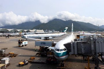 Hong Kong intl airport sees record high passenger, cargo throughput