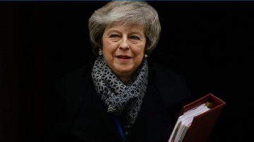 UK govt survives no-confidence vote by tiny margin