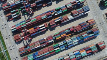 U.S. Debates Lifting China Tariffs to Hasten Trade Deal, Calm Markets