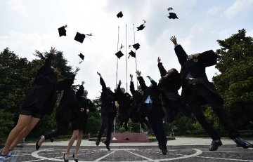 ​Private sector attracts more top university graduates: newspaper