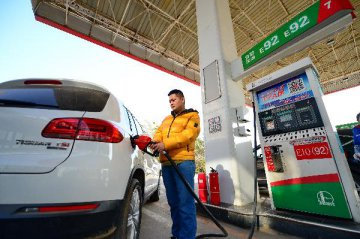 China raises retail fuel prices