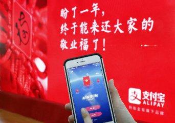 Tech giants lavish lucky money in mobile users race
