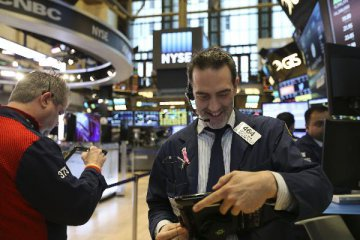 U.S. stocks post weekly mixed results amid trade progress, mixed data