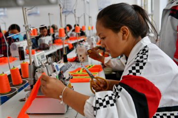 Industrial projects help 210,000 shake off poverty in Tibet