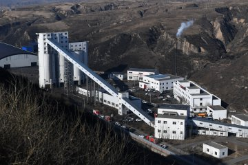 Chinas raw coal production edges down