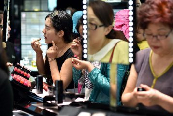 More Chinese luxury spending set to stay at home: report
