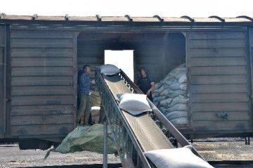 China cuts rail freight fees