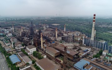 China city relocates 13 steel mills to cut pollution