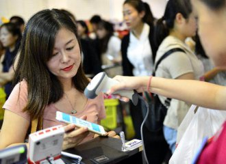 Chinas retail sales up 7.2 pct in April