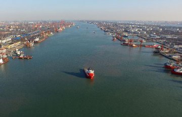 Tianjin port sees foreign trade up 7.8 pct in Jan.-April