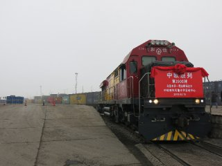 Europe-bound freight trains from Urumqi total 2,200 since 2016