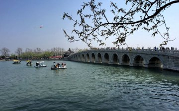 Beijing parks welcome 1.13 mln visitors during Dragon Boat Festival holiday