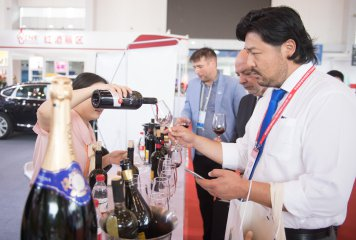 Central, Eastern European businessmen pursuing opportunity at Chinese expo
