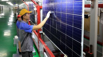 Chinas industrial profits shrink in H1