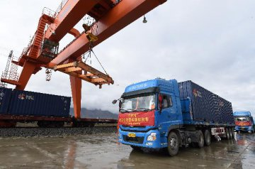 Chinas road cargo traffic expands steadily in H1
