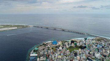 Chinese-built bridge starts new life for Maldivian locals