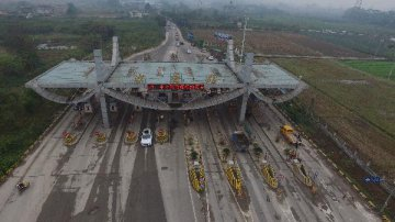 China cuts 91.78 bln yuan in road tolls in 2018