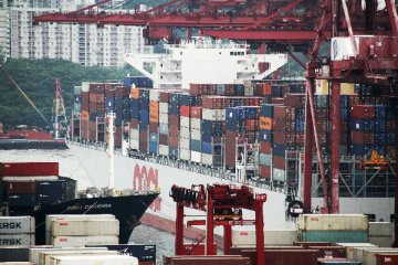 Hong Kongs goods exports volume drops 6.6 pct in July