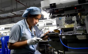 Chinas industrial profits drop 2.1 pct in Jan.-Sept.