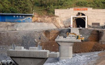 China-Laos railway tunnel construction making breakthroughs
