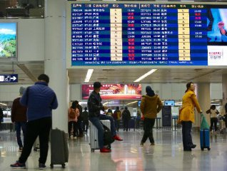 Beijing tightens entry checks as more imported cases arrive