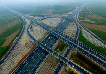 China accelerates investment in new infrastructure, major projects