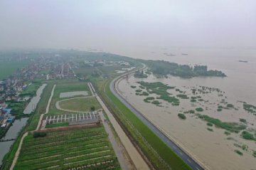 China goes all out to battle Yangtze River floods