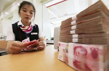 Chinas new yuan loans hit 992.7 bln yuan in July