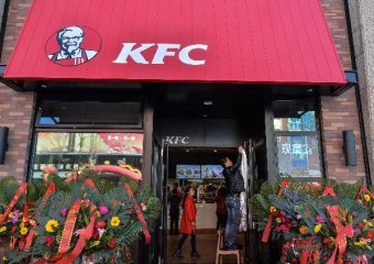 Yum China makes debut on Hong Kong market in secondary listing