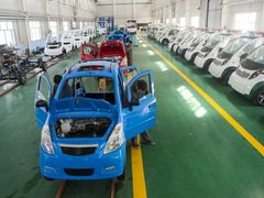 2nd LD-Writethru-China Focus: Exports jump 15.3 pct in September, outlook divide