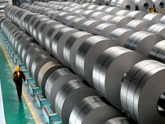 China sees record steel output, price at 11-year low
