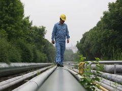 Work safety watchdog hunts flawed oil pipelines