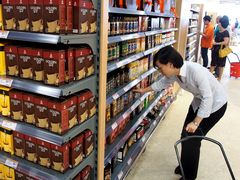 China Oct. edible oil imports down 11.62 pct m-o-m to 380,000 t, customs